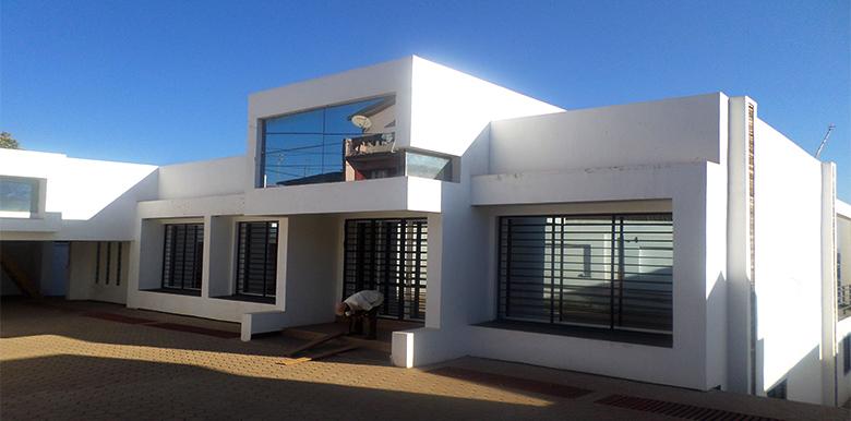 Villa à étage T6 400m²,Talatamaty, M100817