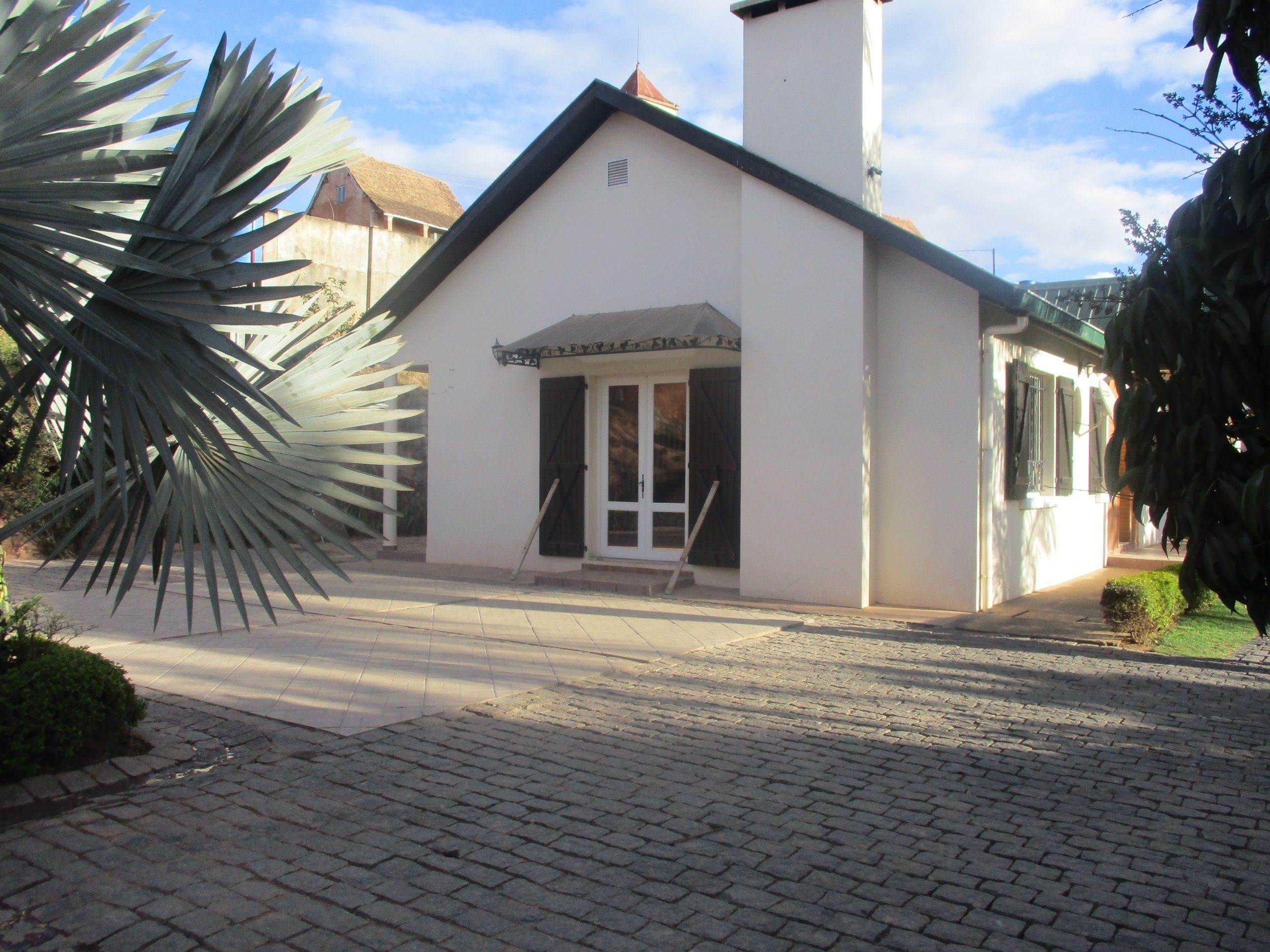 Villa à étage, T5, 200 m2, Andoharanofotsy, ML 3755