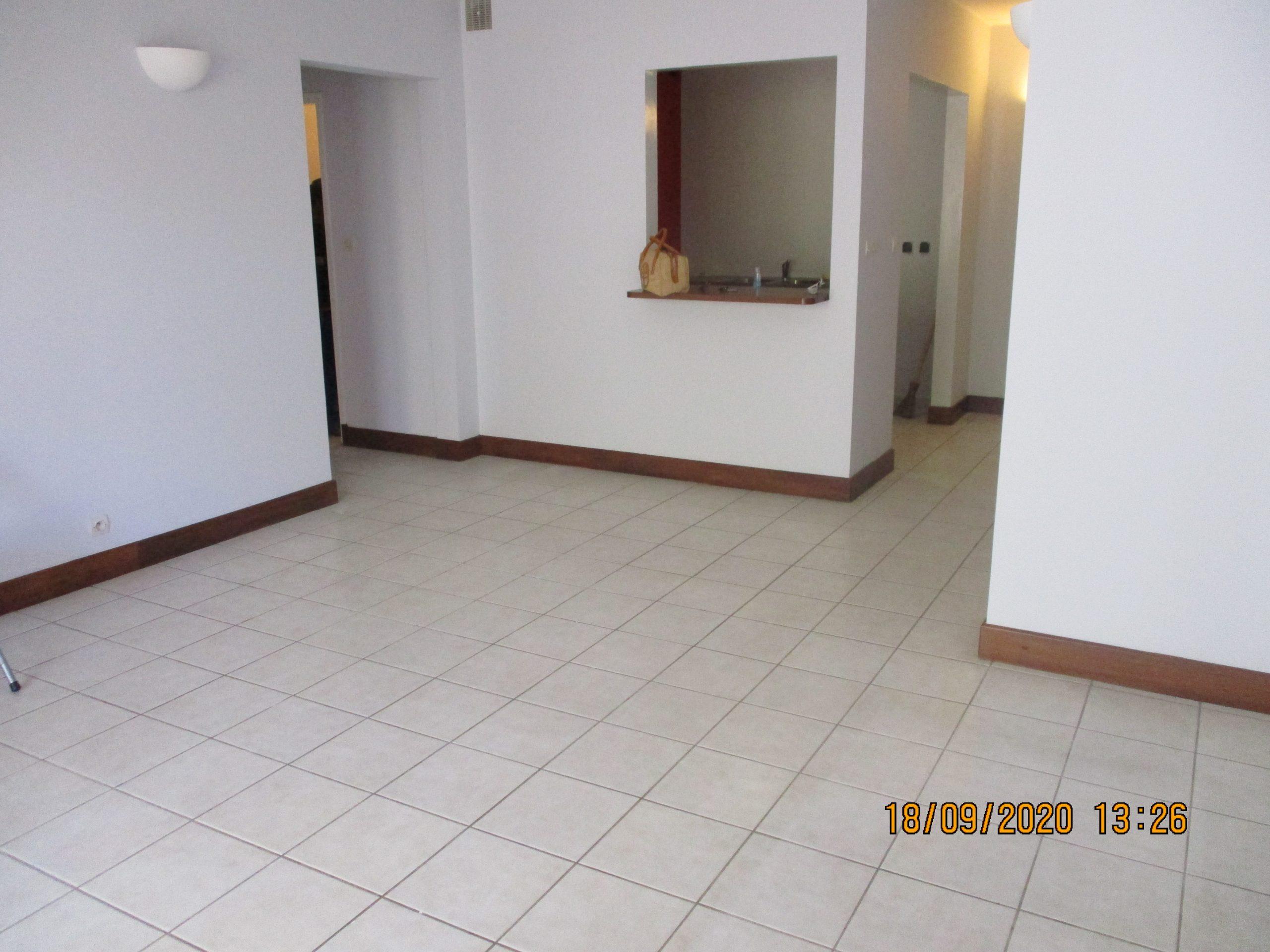 Appartement T3, à l'étage, 76 m2, Mahamasina, LA 3861