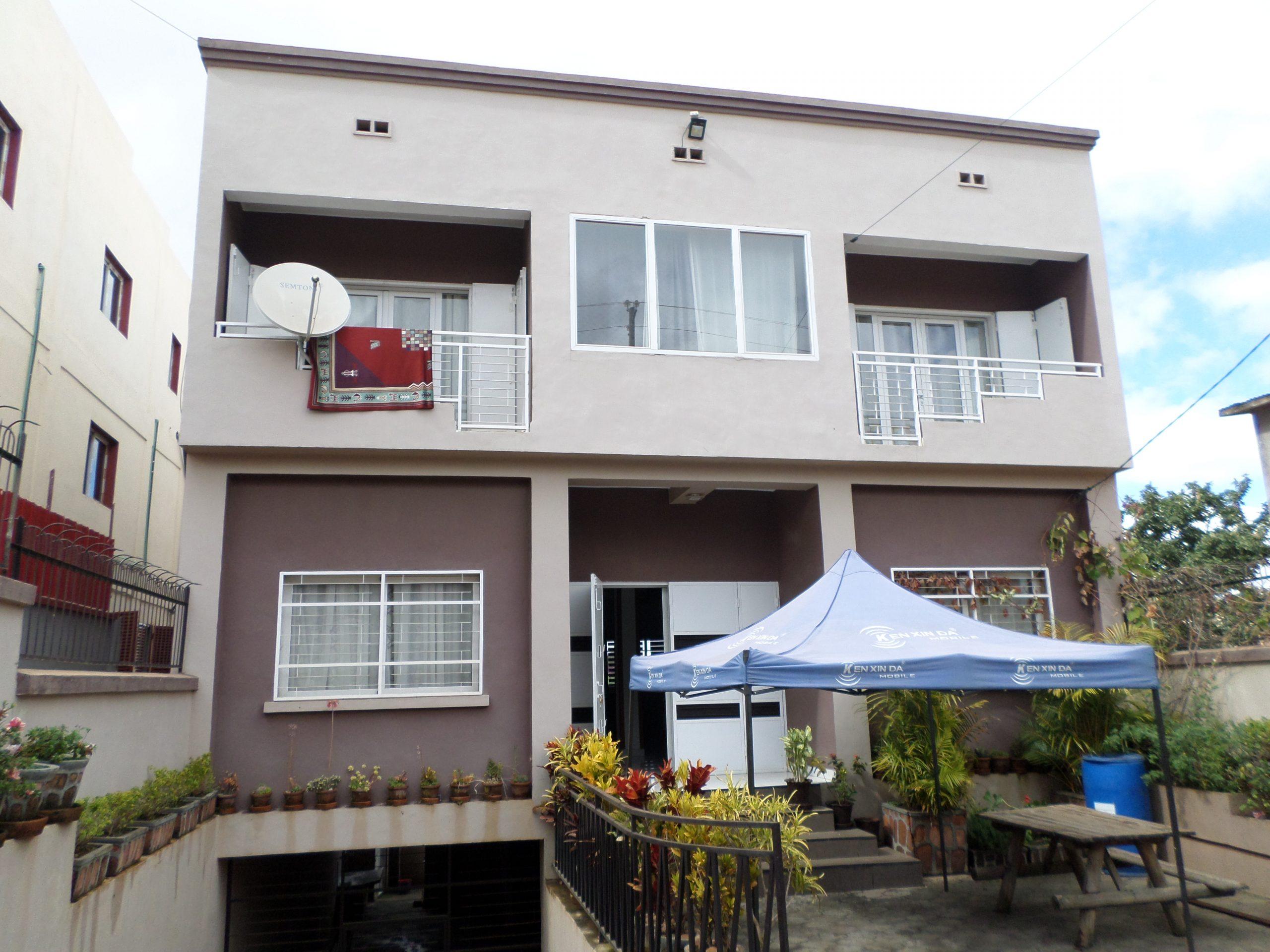 villa à étage T5 300 m², Ambohitrarahaba, M160920 2