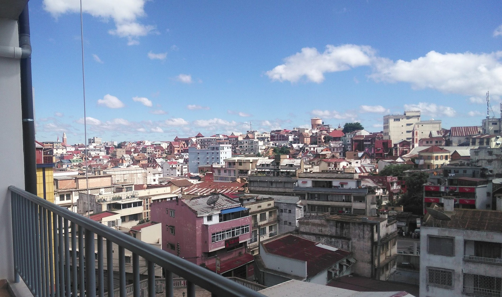 Appartement T4, à l'étage, 120 m2, Tsiazotafo, LA 3906