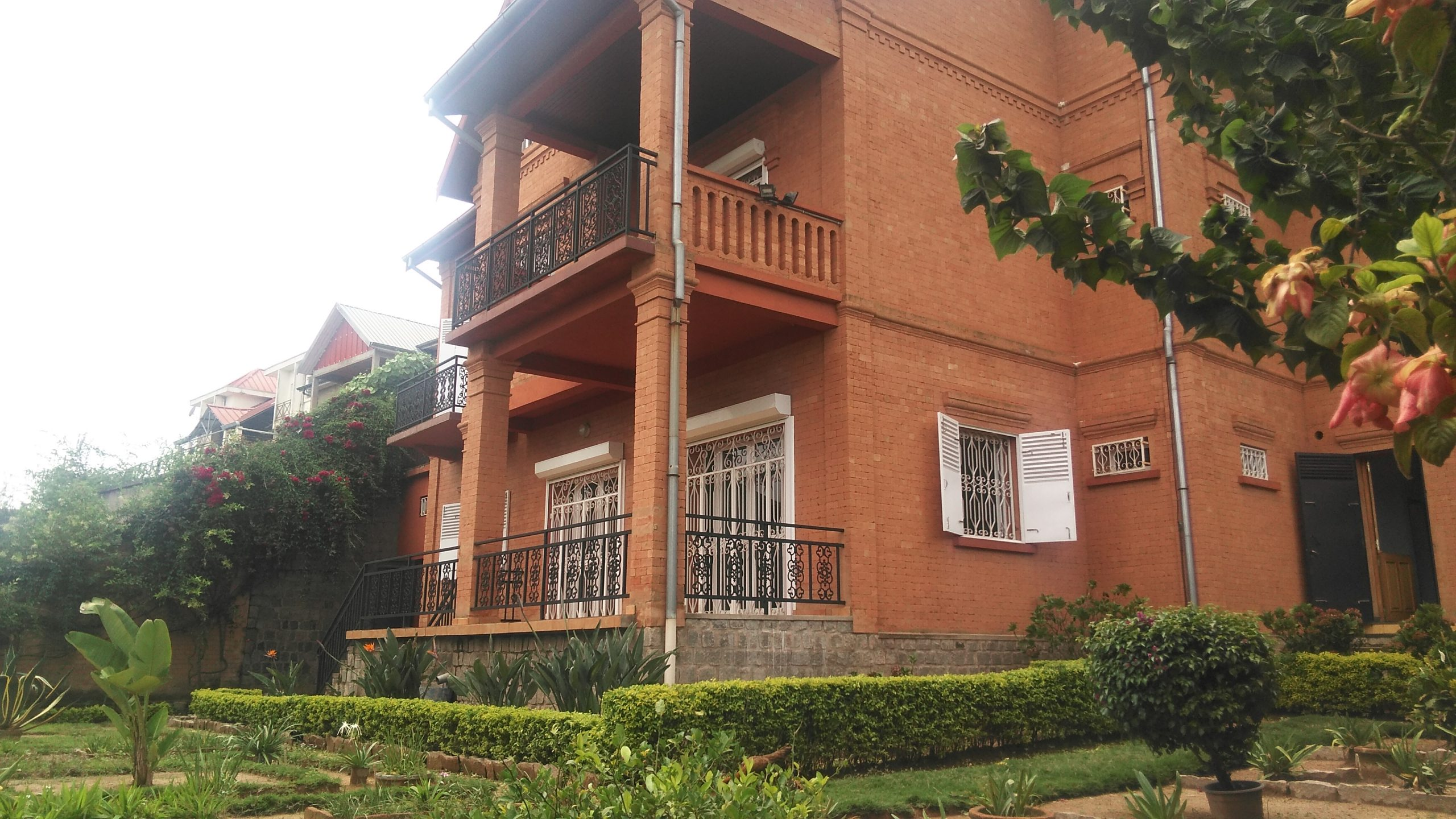 Villa à étage, T4, 300 m2, Ambatomaro, ML 3802